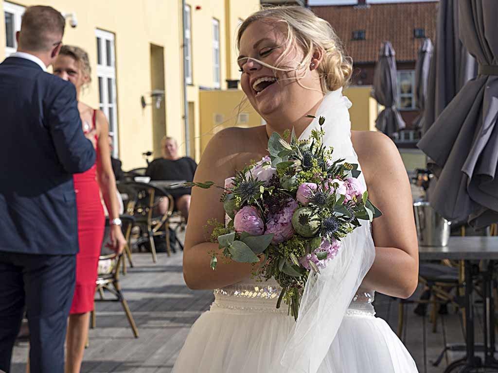 Bryllup-paa-residens-moen-bruden